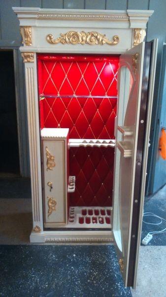 Элитная оружейная витрина сейф с бронестеклом на 10 стволов Адаричев ОШЭЛ 1035 БР-VIP