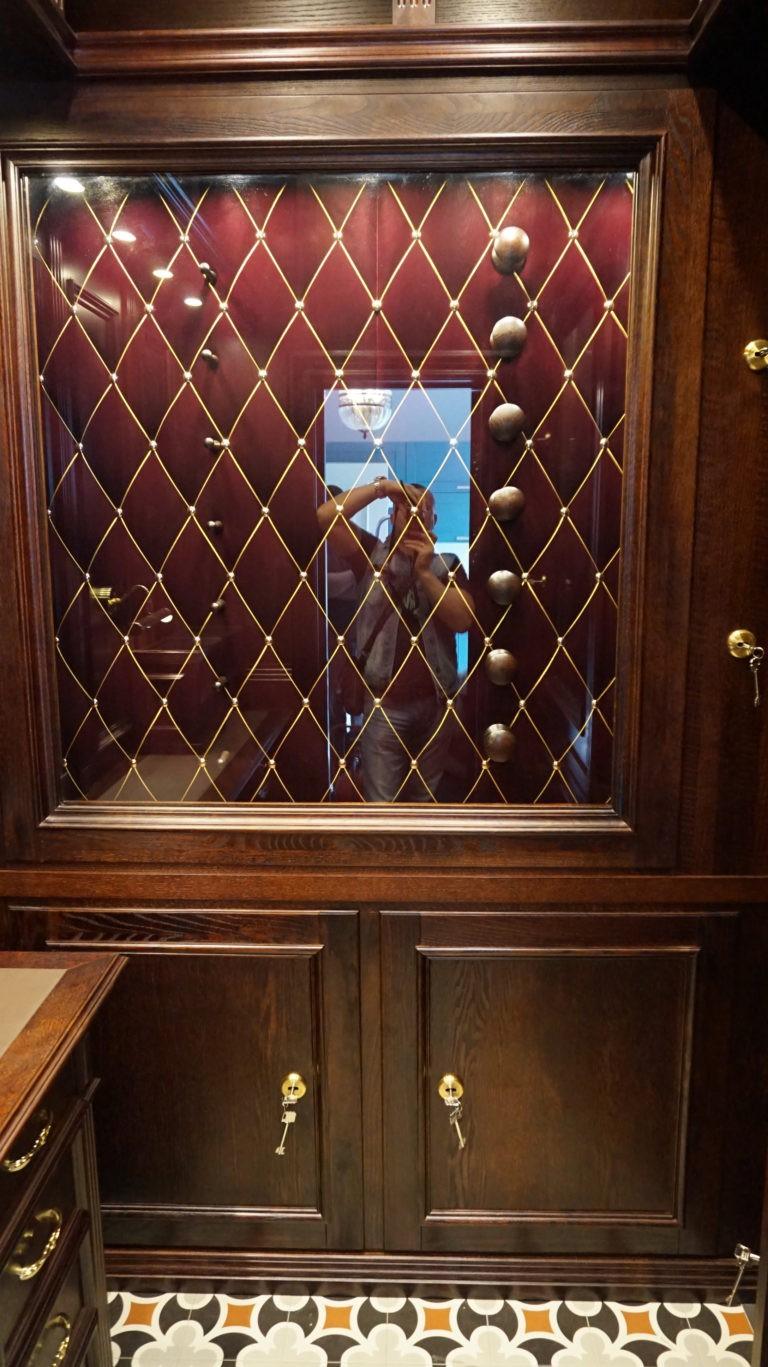 Элитная домашняя оружейная комната охотника «Victorian classic»