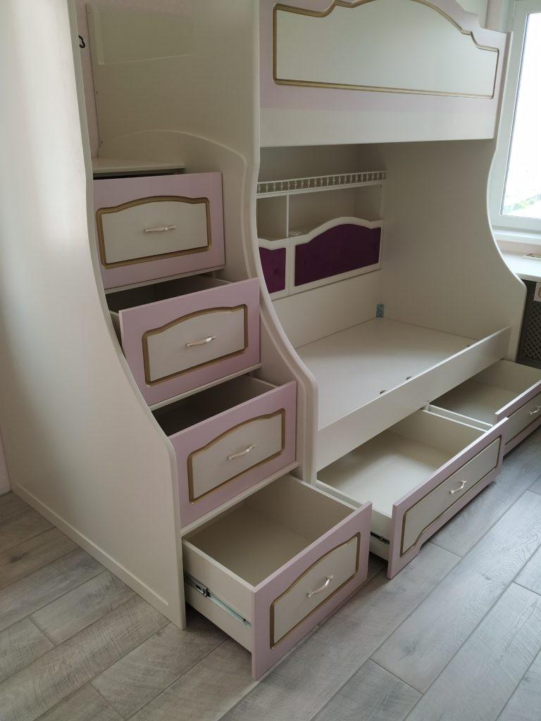 Детская комната с двухместной кроватью, шкафами и рабочим местом «Girls bedroom».