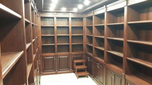 Потайная комната с раздвижными панелями